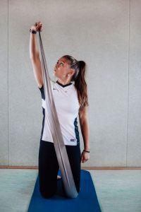 Schulterkräftigung mit dem Fitnessband