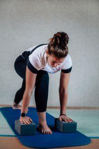 Ganzkörpertraining mit Yoga-Blöcken